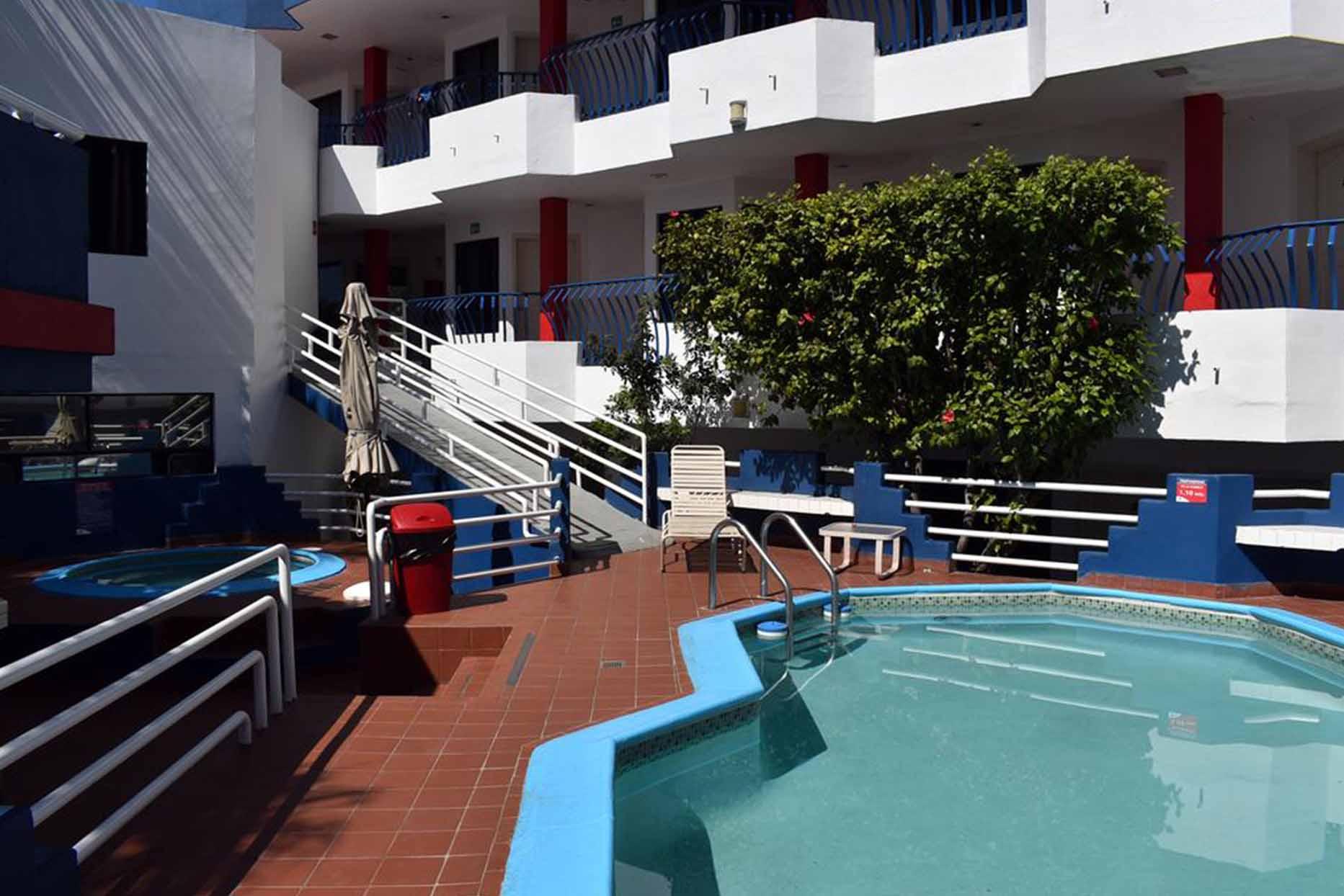 Hotel Mediterraneo alberca