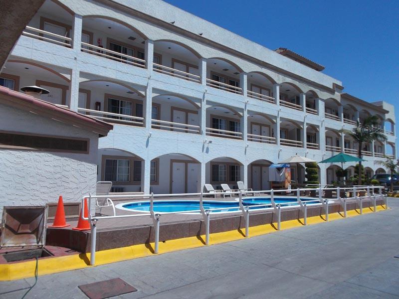 Hotel Pueblito Inn lateral