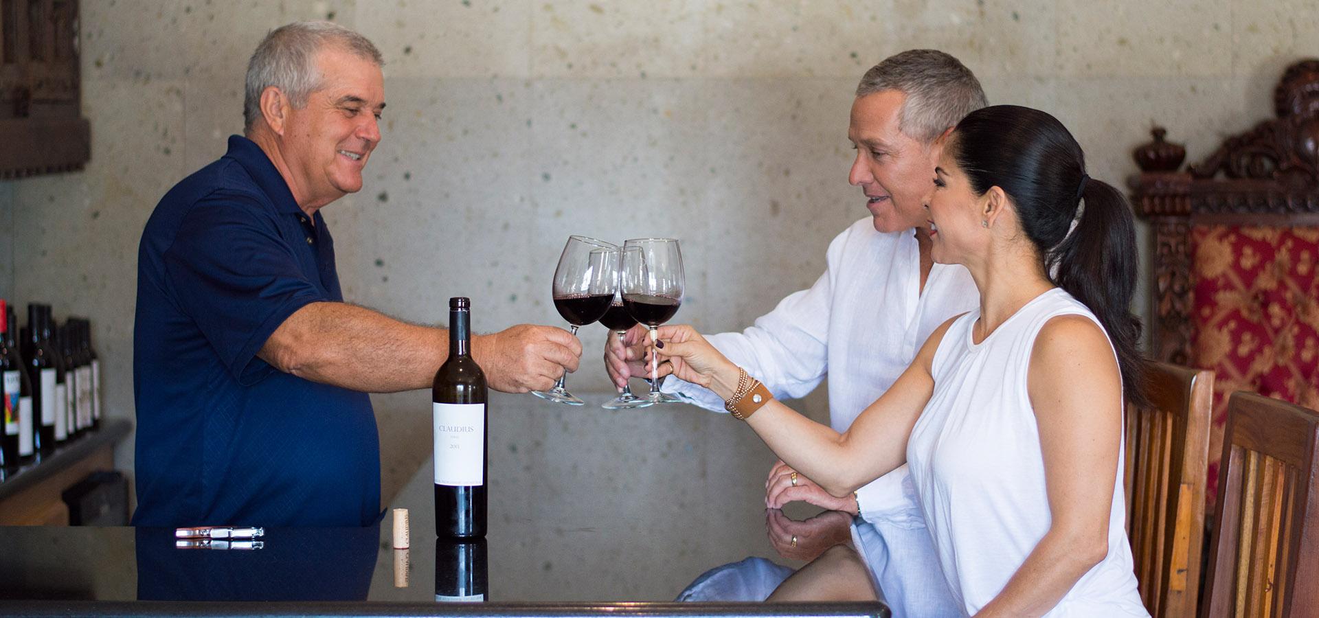 Vinos y Cervezas en Rosarito, Claudios